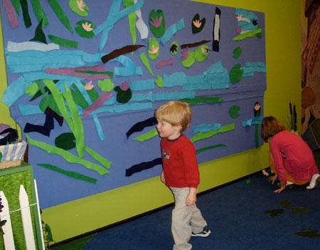 The kids re-create Monet's waterlillies using felt board and felt cutouts.